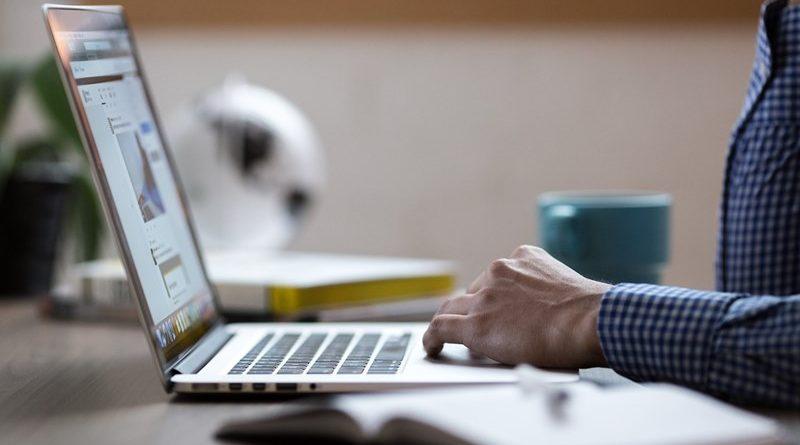 Subvencija za spletno stran: do 60 % z vavčerjem Podjetniškega sklada za digitalni marketing
